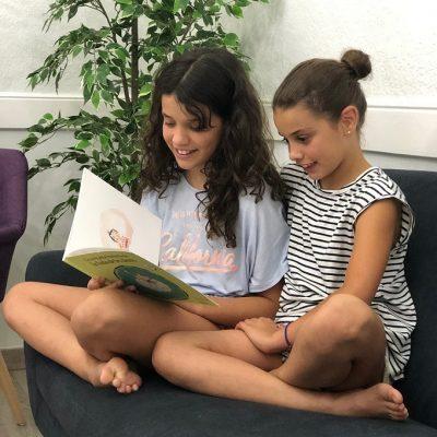 Pacientes llegint un llibre